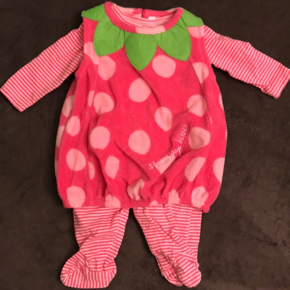 8a7943a68 Baby Girl's Wishes&Kisses Strawbery Kisses Outfit.  M_5b5bc1d7dcfb5af611925725